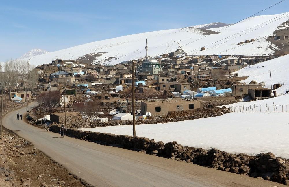 Van Büyükşehir Belediyesi deprem bölgesindeki çalışmalarını sürdürüyor