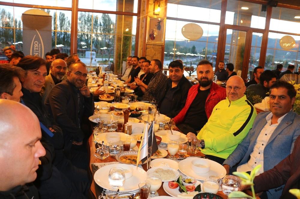 Van TSO'dan Van Büyükşehir Belediyespora moral yemeği
