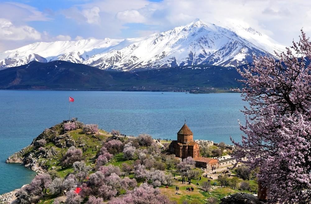 Van'da 'Badem Çiçeği Festivali' talebi