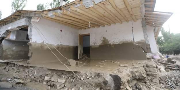 Van'da sel felaketi! Evleri yıkıma uğrattı