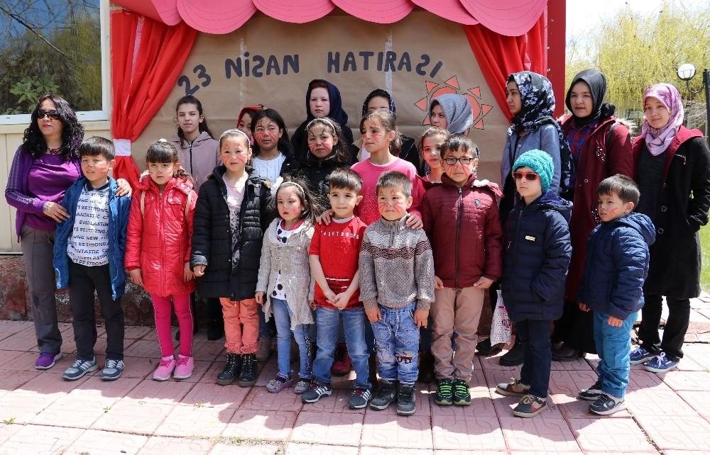 Vanlı çocuklar ile mülteci çocuklar birlikte 23 Nisan'ı kutladı