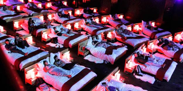 Vatandaşlardan sert tepki: 'Sevgili koltuğu'nun ve yataklı sinemanın amacı ne?