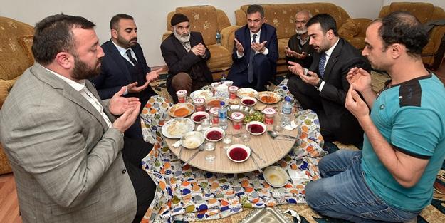 Vatandaşlarla iftar sofrasında buluştular