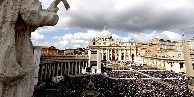 Vatikan o başpiskoposu men etti!