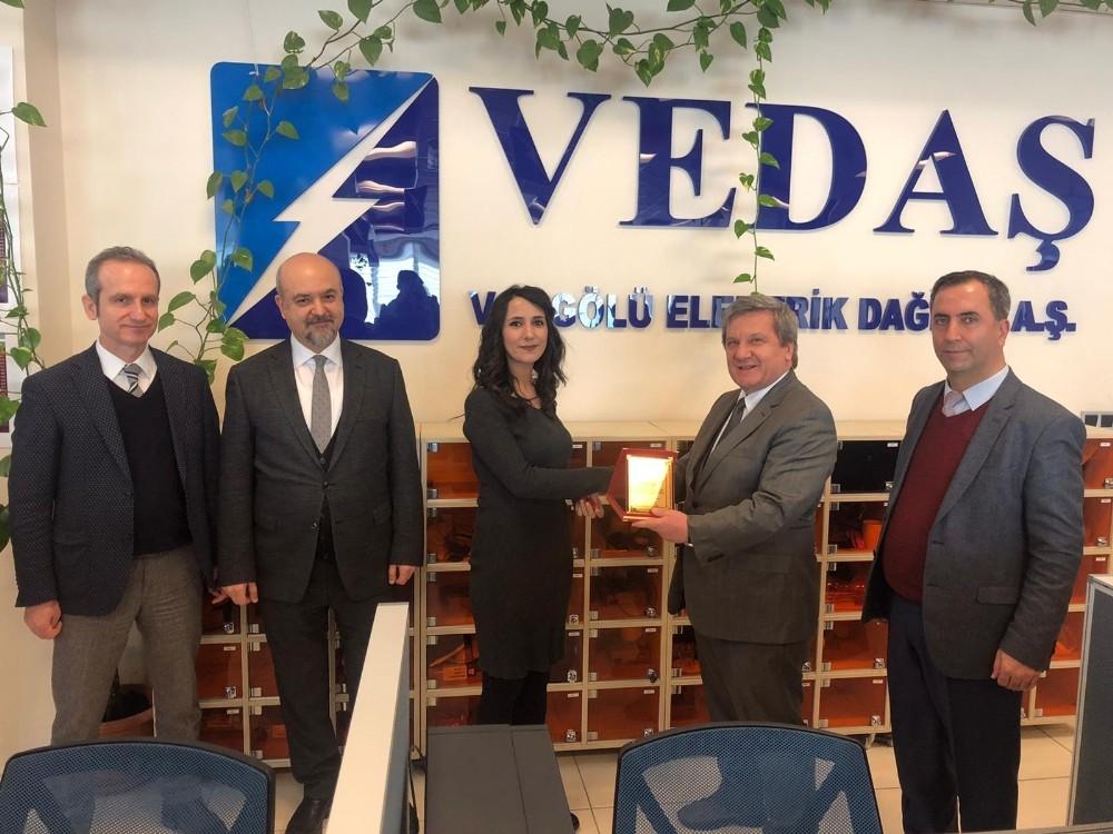 VEDAŞ'tan çağrı merkezi çalışanlarına ödül