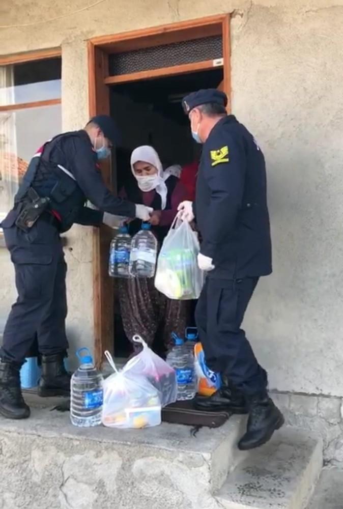 Vefa İletişim Merkezi'ni arayan yaşlı kadının tek isteği 'hazır su' oldu