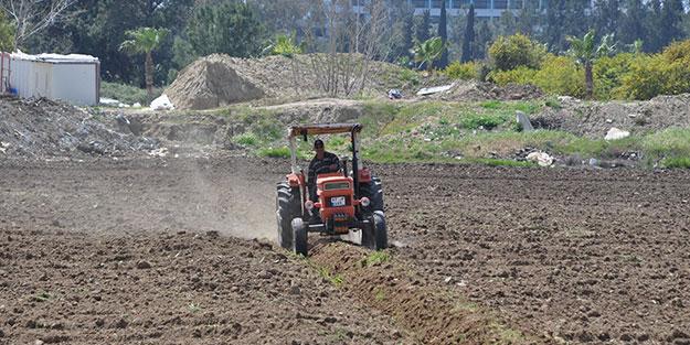 Vefakâr Türk askeri yine işbaşında! Çiftçi yoruldu, direksiyonu Mehmetçik devraldı
