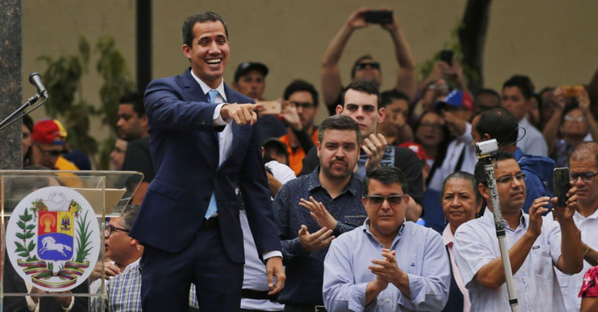 VENEZUELA'DA MUHALEFETE 1 MAYIS'TA SOKAĞA ÇIKMA ÇAĞRISI
