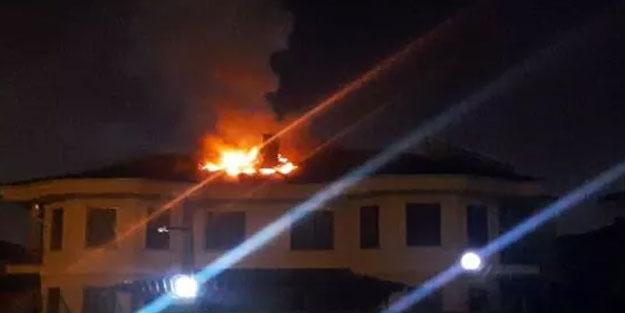 Villanın çatısında çıkan yangın korkuttu