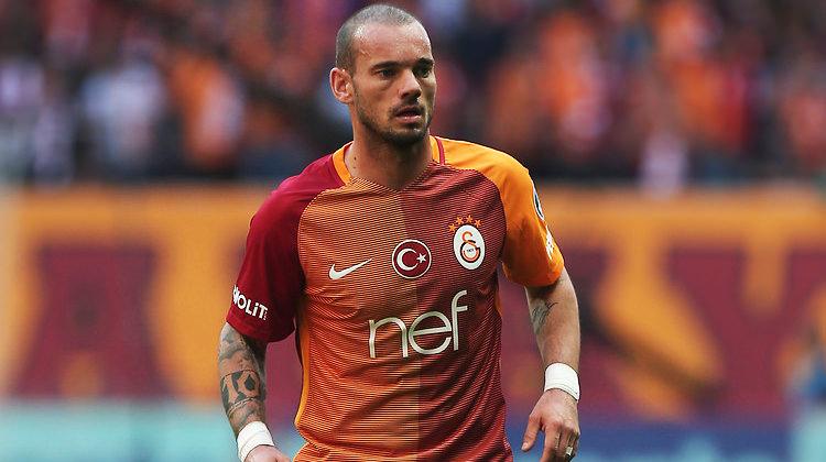 Wesley Sneijder fena patladı! Hem Riekerink'e hem Tudor'a