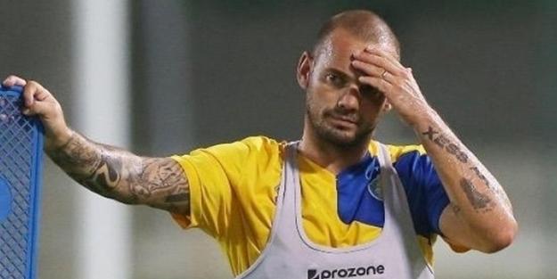 Wesley Sneijder trafik kazası geçirdi!