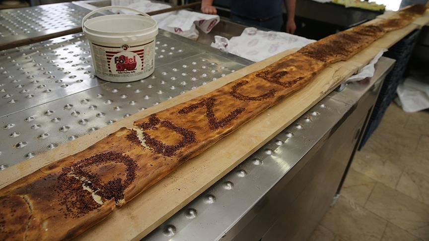 Yaklaşık 6 metrelik ramazan pidesi Düzce'den