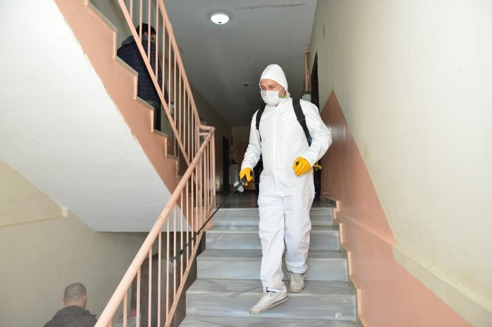 Yakutiye Belediyesi 96 kişilik dezenfekte ekibi ile ilçeye bağlı köylere de girdi.