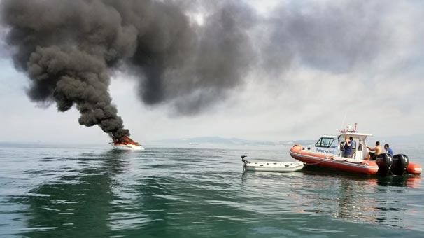 Yalova açıklarında 16 metrelik tekne denizin ortasında alev alev yandı
