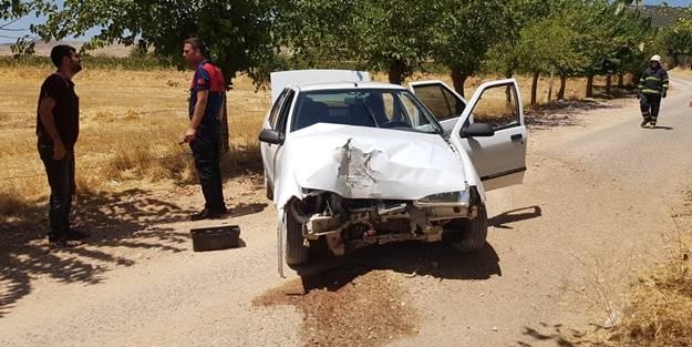 Yaralı kardeşini hastaneye yetiştirmek isterken kaza yaptı!