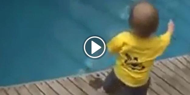 Yaramaz bebek havuza düşünce bakın ne yaptı!