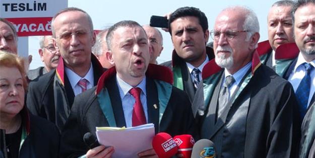 Yargı 'terörist' diyor baro 'cüppe' giydiriyor