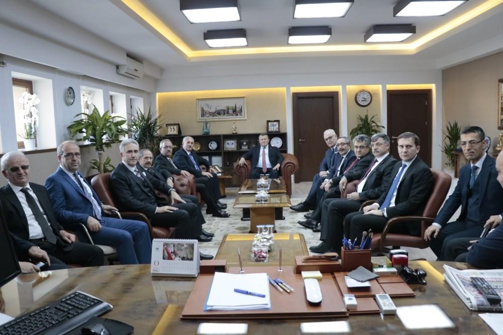 https www yeniakit com tr haber yargitay uyeleri bursa adalet sarayini ziyaret etti 1005048 html