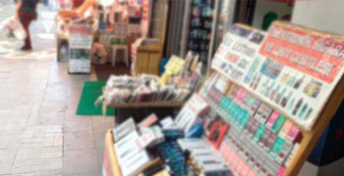 Yasak olmasına rağmen elektronik sigara her yerde satılıyor