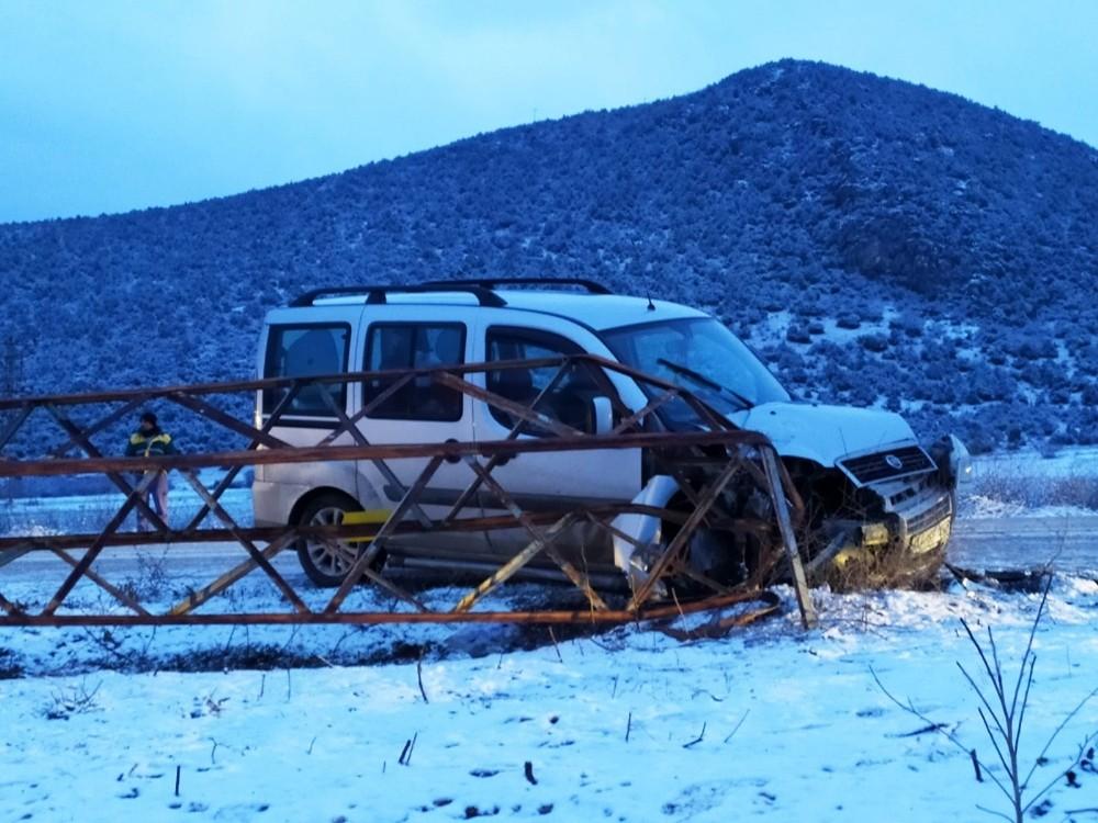 Yaşanan trafik kazası sonrası 7 köy elektriksiz kaldı, yol ulaşıma kapandı