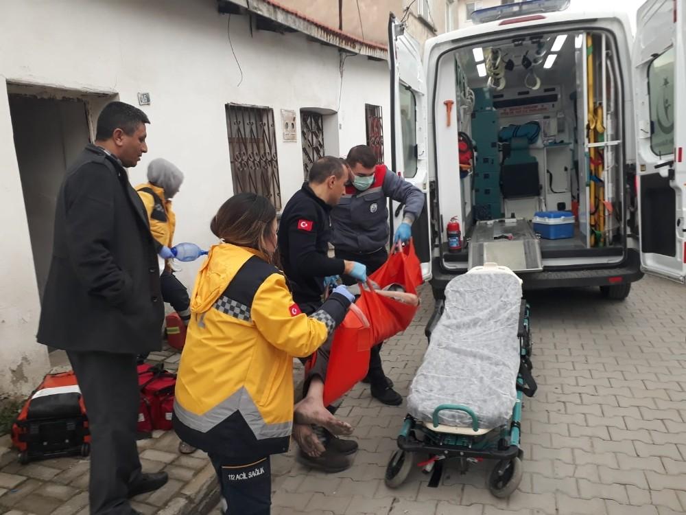 Yaşlı adamı ölümden sağlık ekipleri kurtardı