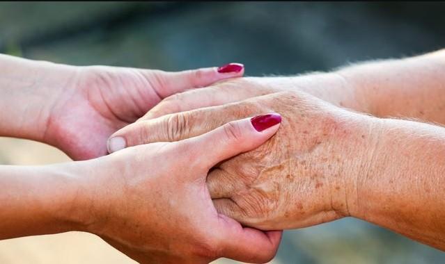 Yaşlılık lekeleri kaderiniz değil! İşte, ciltteki lekelerden kurtulmanın 5 doğal yolu
