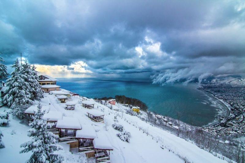 Yaylacılar kar yağışı yüzünden köylere dönmeye başladı