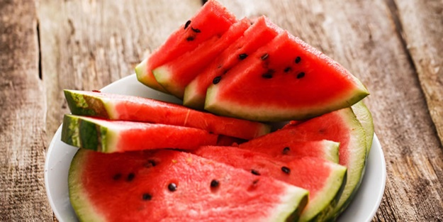 Yaz aylarının çok tüketilen meyvesiyle ilgili uzmanlar uyardı: Karpuzu sakın böyle tüketmeyin