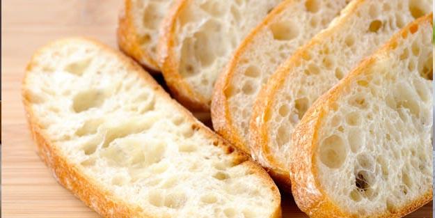 Yemek yerken, elini veya ağzını ekmeğe silmenin bir mahzuru olur mu?