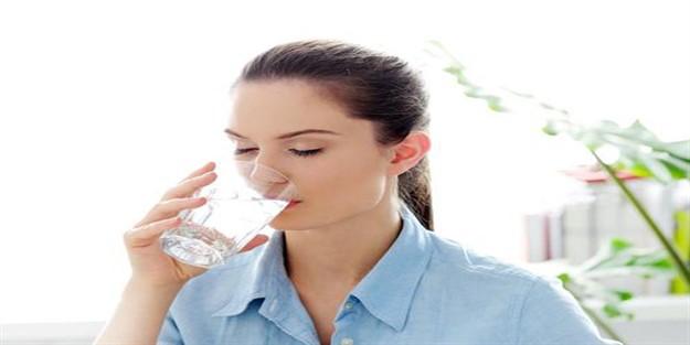 Yemek yerken su içilir mi