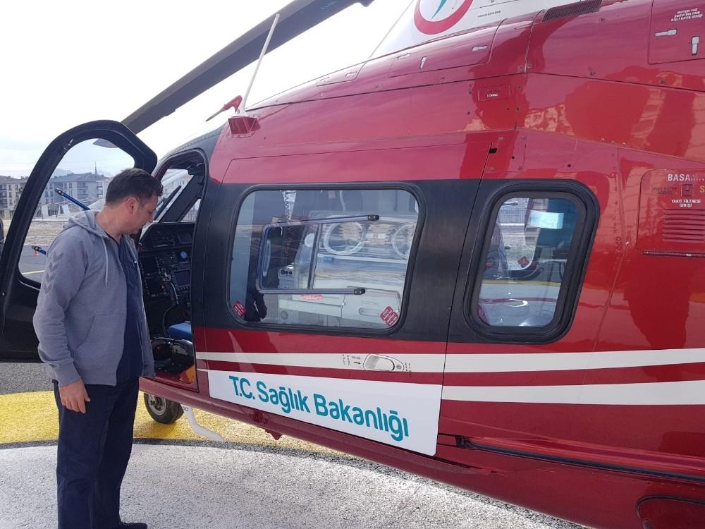Yeni doğan bebeğin imdadına Helikopter Ambulans yetişti