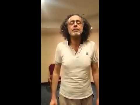Yeni müslüman olan adam Fatiha'yı ağlayarak okuyor! Tüyleriniz ürperecek
