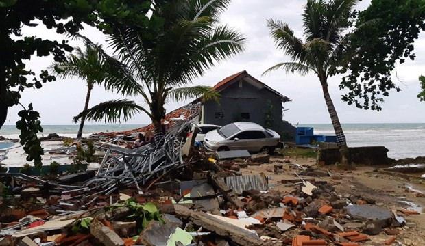 Yeni tsunami alarmı verildi! Patlamalar sürüyor