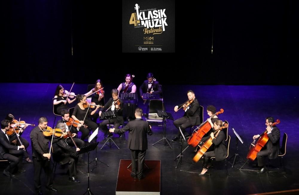 Yeni yılın ilk konseri Ataşehir Belediyesi Gençlik Senfoni Orkestrası'ndan