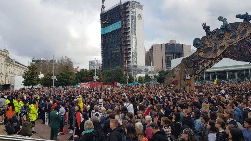 Yeni Zelanda'da binlerce kişi ırkçılığa karşı yürüdü: