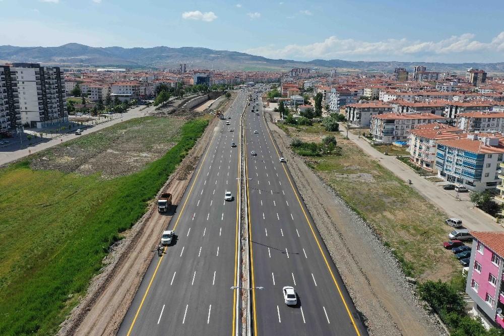 Yenikent-Ayaş Yolu trafiğe açıldı