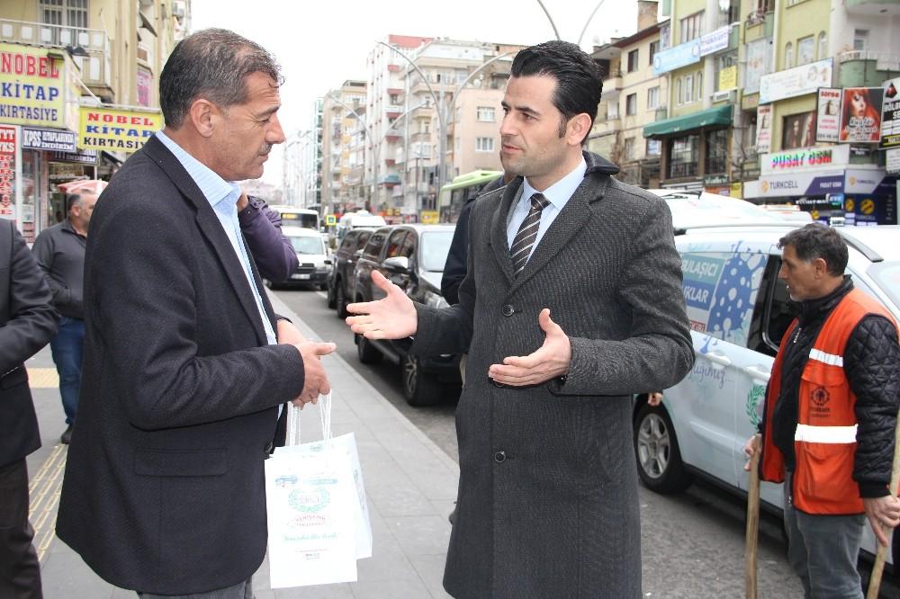Yenişehir Kaymakamı Beşikci vatandaşlara 'korona paketi' dağıttı