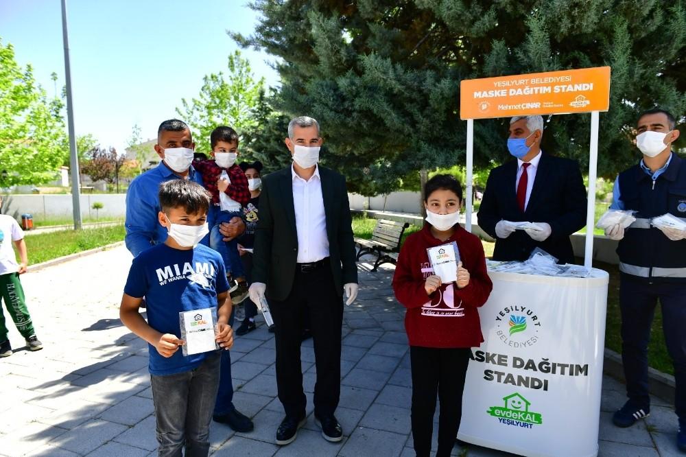 Yeşilyurt Belediyesi'nden çocuklara özel maske