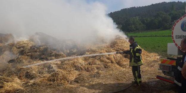 Yıldırım düştü! 10 ton saman yandı