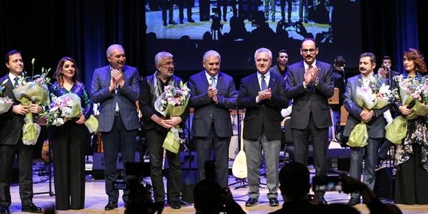 Yıldırım ve Uysal 'Esat Kabaklı 50. Yıl Özel Konseri'ne katıldı