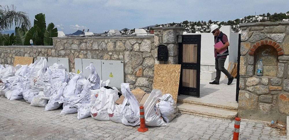 Yılmaz Özdil'in ofis diye alıp yazlık eve çevirdiği villanın yıkımı devam ediyor