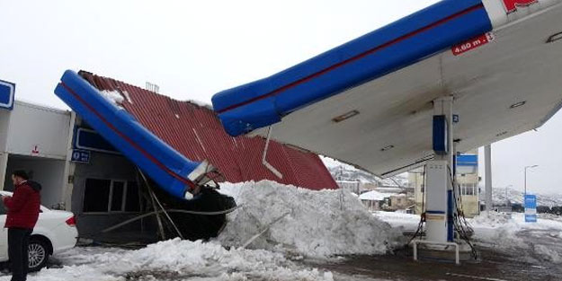 Kar yağışına dayanamadı! Çöktü