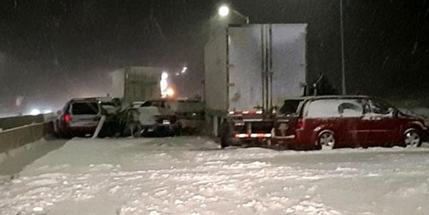 Yoğun kar yağışı nedeniyle 40 araç birbirine girdi