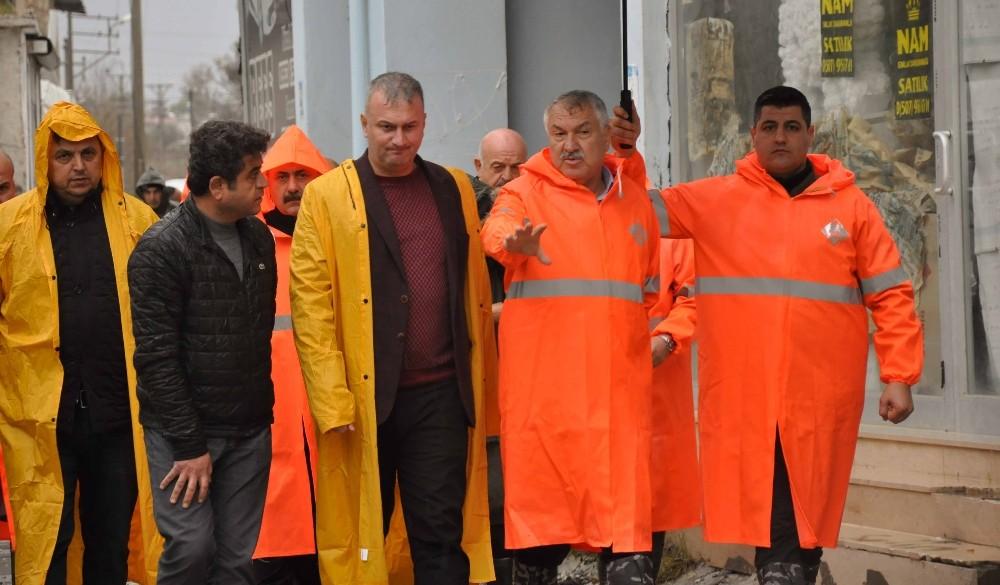 Yoğun yağmur ve kar Adana'da etkisini sürdürüyor