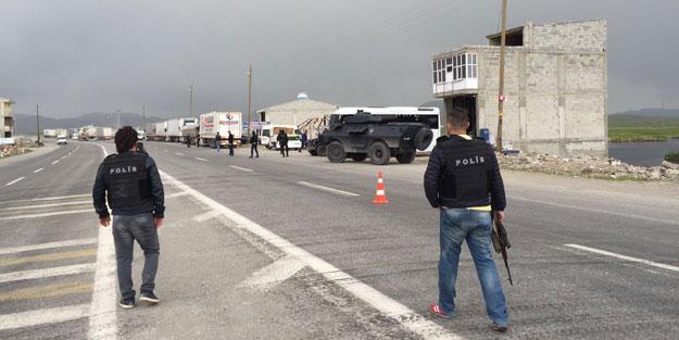 Yol kesen teröristler araç yaktı