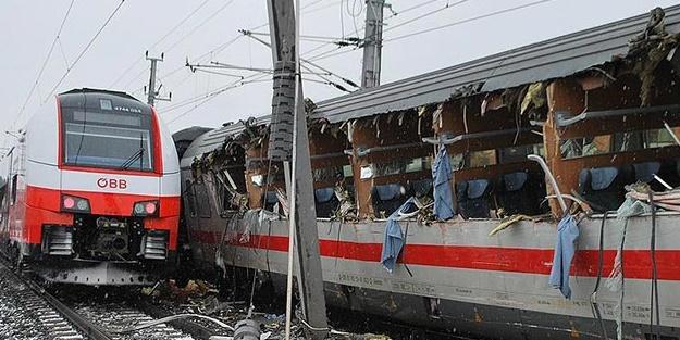 Yolcu trenleri çarpıştı: 1 ölü, 22 yaralı
