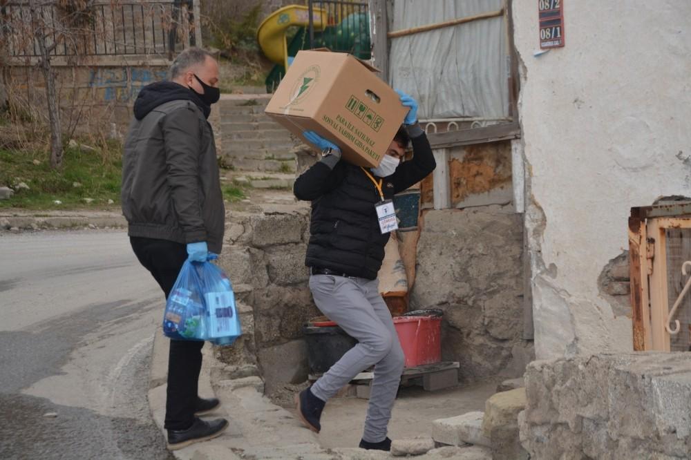 Yozgat'ta kepenk kapatan esnafa gıda yardımı