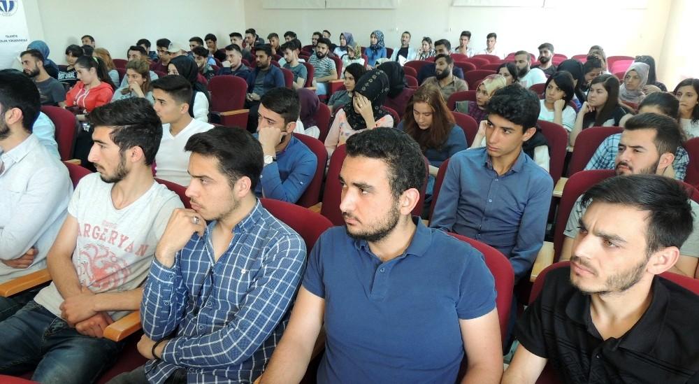 Yüksekokul öğrencilerine güvenli internet kullanımı konferansı