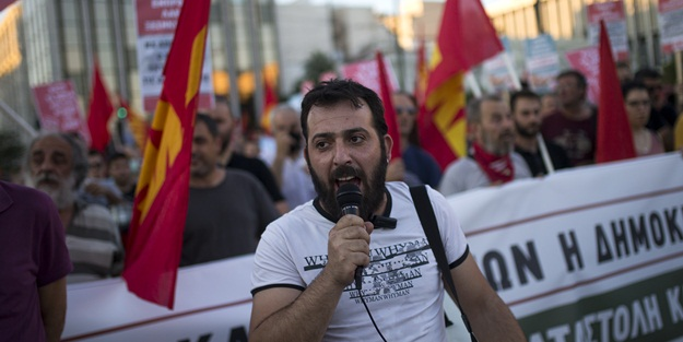 Yunan hükümetine protesto