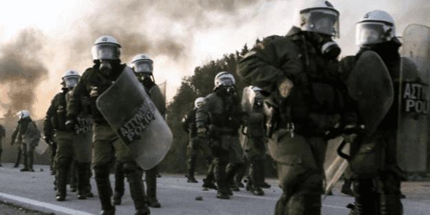 Yunan polisi ile DHKP-C'liler çatıştı!